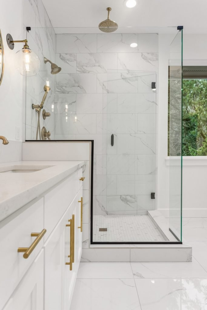 15 Beautiful Small Bathroom Design Ideas (With Pictures)
