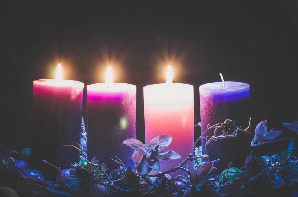 Advent decoration with purple and pink candle colors