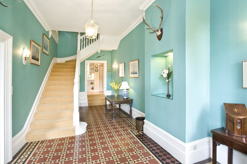 ideas and color schemes for hallways