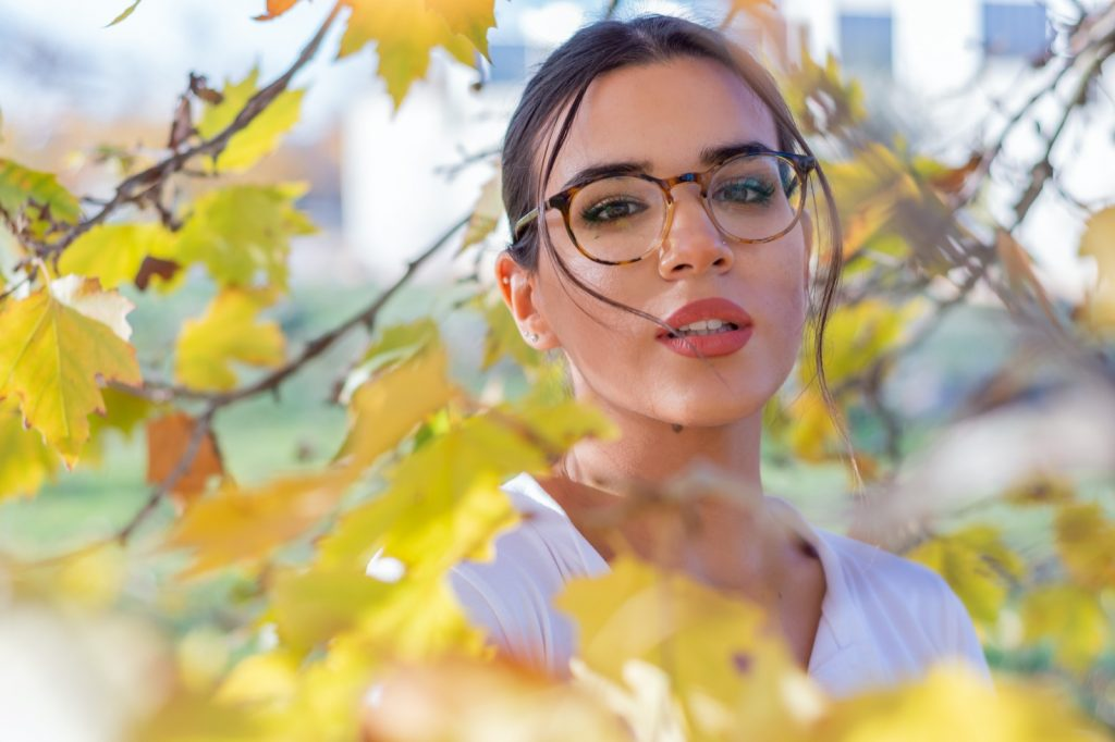 Brunette woman with trendy tortoise shell glasses