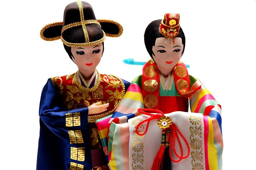 Korean bride and groom dolls